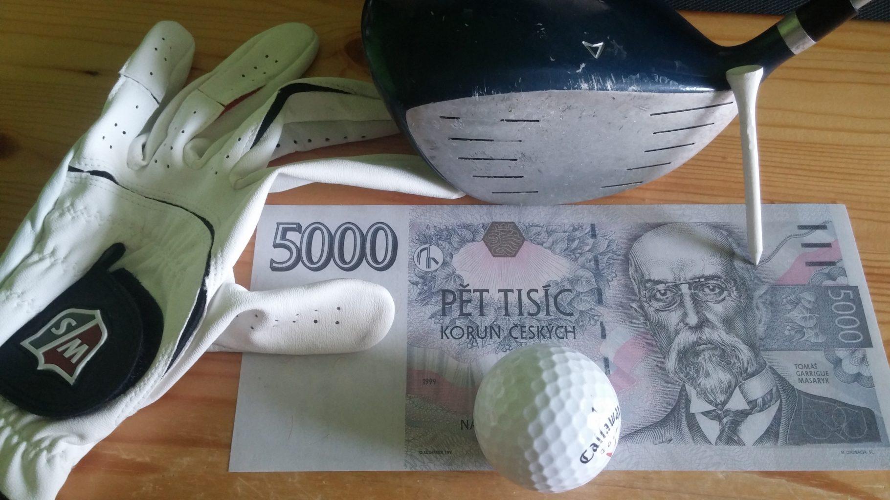 Golfové vybavení s pětitisícovou bankovkou