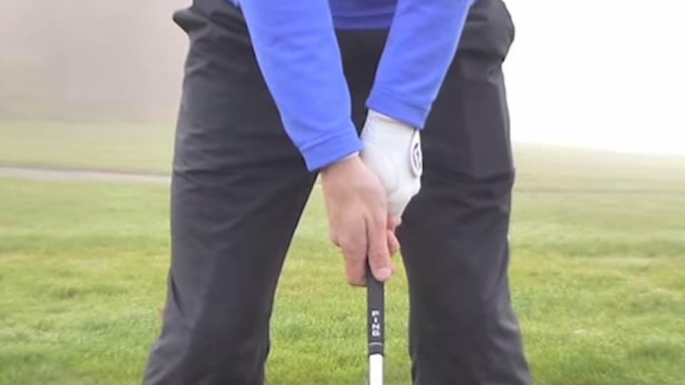 Držení golfové hole a rukavice pro praváka