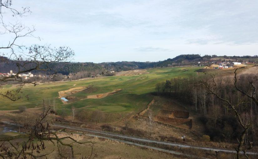 Odložení zkušebního provozu golfového hřiště v Kácově