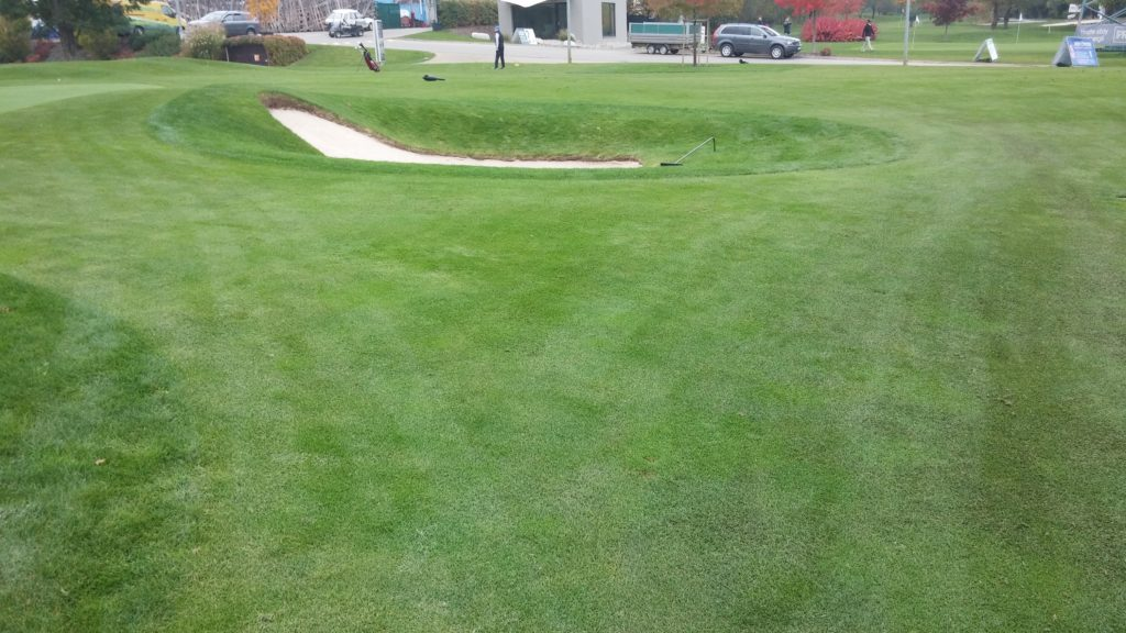 Písečný bunker na golfu v Hostivaři