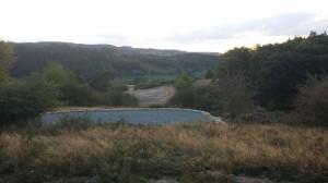 Budoucí třípar přes zelené údolí