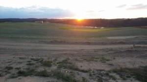 Západ slunce nad golfovým hřištěm v Kácově